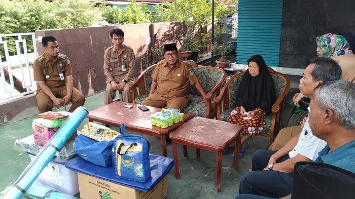 Pemko Dumai Serahkan Bantuan kepada Korban Kebakaran di Jalan Berembang