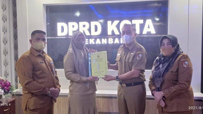 Pemko Pekanbaru Serahkan draf KUA PPAS R-APBD 2022 ke DPRD Pekanbaru, Plt Sekwan Agendakan Ini