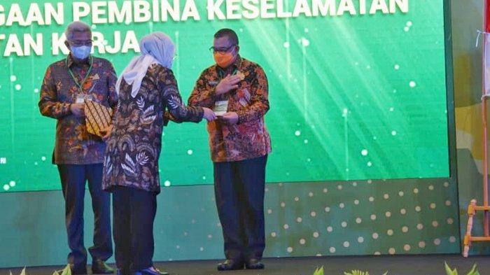 Pemprov Riau Terima Penghargaan Pembina K3