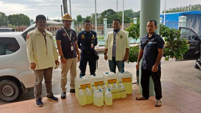 Bagikan Disinfektan,Pemuda Katolik Riau Taja Gerakan #angkat1saudaramu: Bantu Warga Terdampak Corona