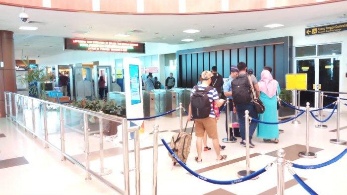 pemudik-di-bandara-ssk-ii-pekanbaru_20180613_121010.jpg