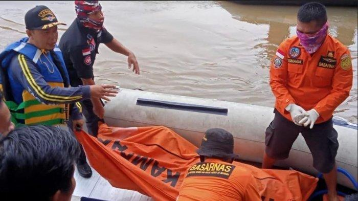 Tim SAR gabungan berhasil menemukan satu pemudik hanyut setelah nekat lewat jalur sungai dari Provinsi Riau ke Sumbar, Jumat (14/5/2021). Perahu yang mereka tumpangi terbalik di Nagari Muaro Paiti, Kapur IX, Sumbar