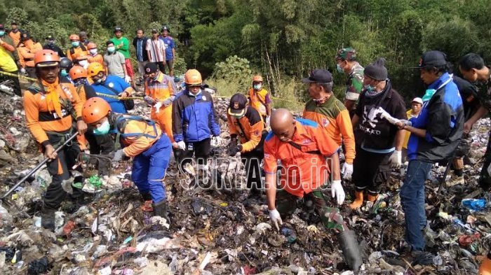 Petugas Lihat Jempol dan Paha Agus, Korban Longsor Sampah di TPA Supit Urang Tertimbun 4 Meter