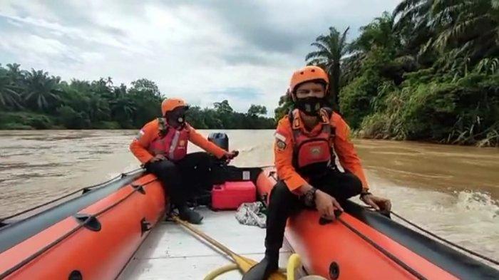 Proses pencarian dilakukan oleh Tim SAR Gabungan di Sungai Rokan, Kabupaten Rohul, Riau.