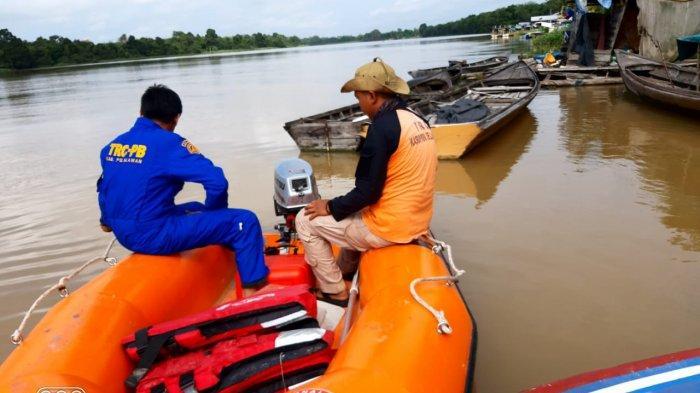 Tim gabungan dari berbagai instansi melakukan pencarian terhadap korban yang tenggelam di Sungai Kampar Kecamatan Bunut Kabupaten Pelalawan, Minggu (28/03/2021).
