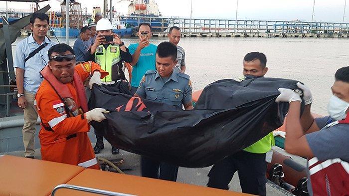 Pencarian Korban Kapal Karam, Jenazah Wanita yang Mengapung di Perairan Riau Dievakuasi
