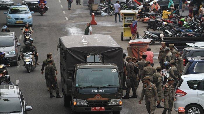 Buka Lapak di Bahu Jalan, Satpol PP Pekanbaru Tertibkan Pedagang di Pasar Cik Puan