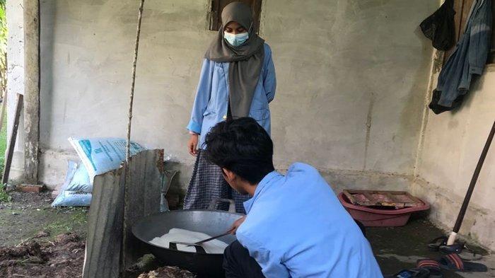 Pengabdian Mahasiswa Kukerta UNRI Buat Lempuk Durian dan Sosialisasi Prokes Saat Pandemi Covid-19