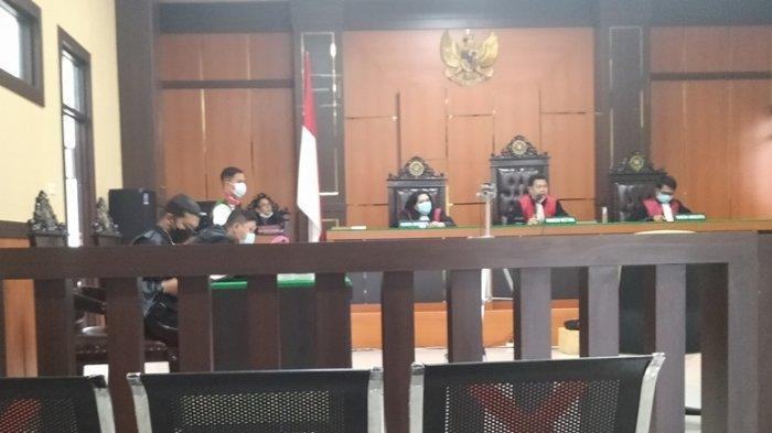 Terdakwa Wismar membuat pengakuan di persidangan, telah mendanai aksi bom molotov di Kampar, yaitu di kediaman korban Nurhayati. Motifnya, sakit hati terkait urusan TORA Senama Nenek.