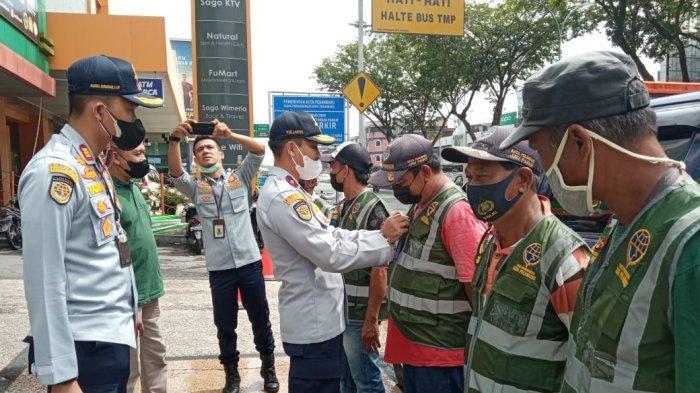 Pengelolaan Parkir Tepi Jalan di Pekanbaru Beralih, Pengelola Tata 88 Titik Parkir di Jalan Umum