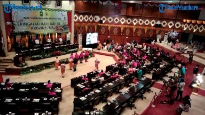 Lagu Reza Meriahkan Peringatan HUT Riau Yang Ke-64 Di DPRD
