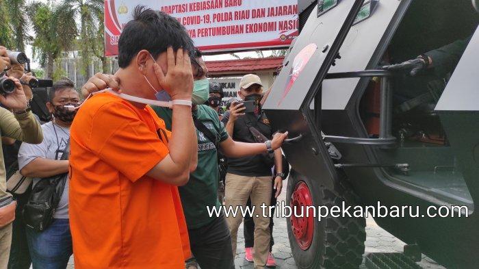 Polda Riau menggelar konferensi pers terkait pengungkapan narkotika jenis sabu seberat 16 kilogram yang melibatkan seorang Komisaris Polisi di Mapolda Riau, Sabtu (24/10/2020).