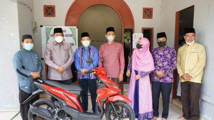 Pengurus Darul Hadits Bersyukur Mendapat Sepeda Motor dari Bupati Siak