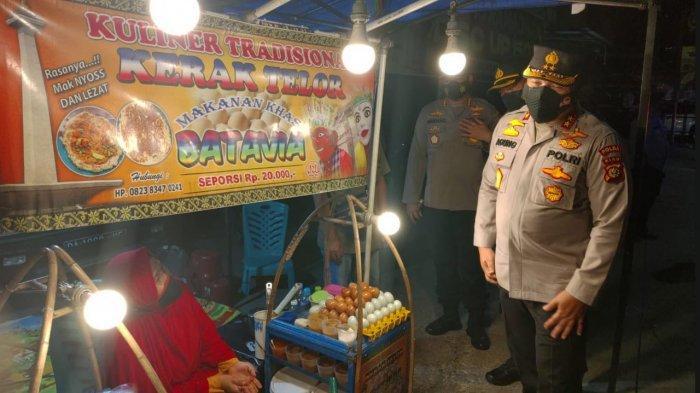 Baru Laku 2 Porsi, Pedagang Kerak Telor di Pekanbaru Kaget Jualannya Diborong Kapolda Riau 1,3 Juta