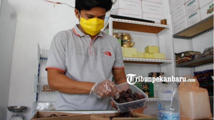 FOTO : Penjualan Kurma di Pekanbaru Meningkat - penjual-kurma-di-pekanbaru-okee.jpg