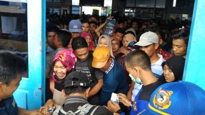 Arus Balik Melonjak, Jadwal Keberangkatan di Pelabuhan Tanjung Harapan Molor
