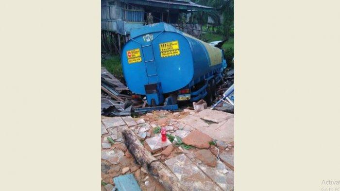 Sopir Truk Melarikan Diri Usai Truk Tangkinya Alami Rem Blong dan Tabrak 4 Mobil di Inhu