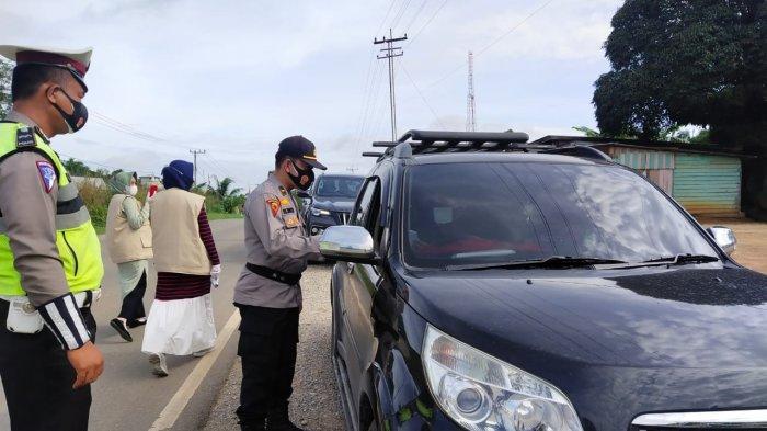 Pos penyekatan larangan mudik di Ukui Kabupaten Pelalawan Riau.