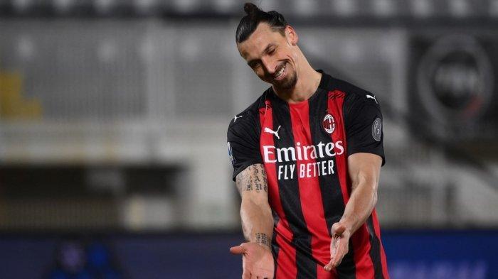 Penyerang AC Milan Zlatan Ibrahimovic bereaksi selama pertandingan sepak bola Serie A Italia Spezia vs AC Milan pada 13 Februari 2021 di stadion Alberto-Picco di La Spezia.