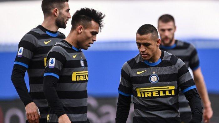 Penyerang Inter Milan asal Lautaro Martinez dan Alexis Sanchez (kanan)