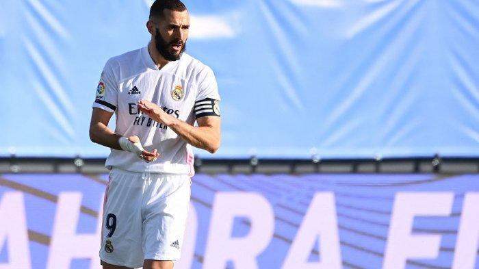 Penyerang Real Madrid Karim Benzema merayakan gol dalam pertandingan sepak bola liga Spanyol antara Real Madrid dan Valencia di stadion Alfredo di Stefano di Valdebebas di pinggiran Madrid pada 14 Februari 2021.
