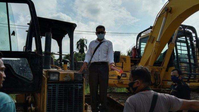 Kawanan Rampok Bersenpi Satroni Pool Alat Berat di Pekanbaru, Penjaga Diikat Peralatannya Diembat
