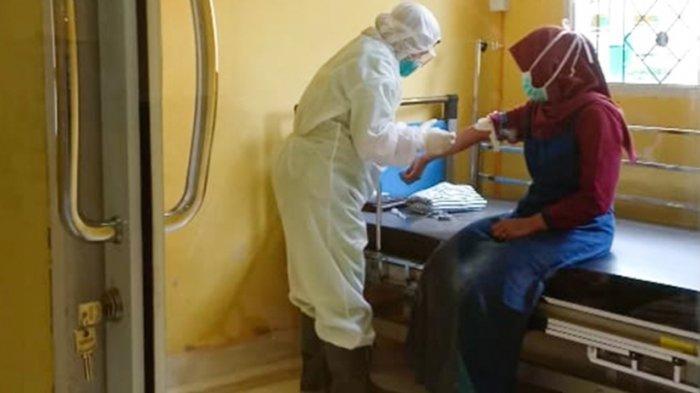 Sehari Paramedis di Ruang Isolasi Covid-19 RSUD Pelalawan Riau Bisa Habiskan 15 Set APD Lengkap