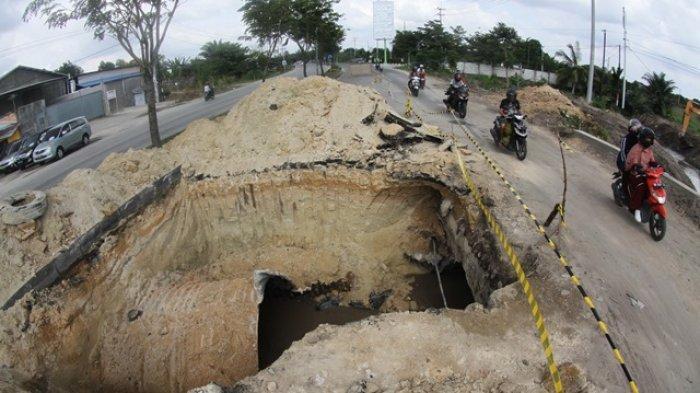 Walikota Pekanbaru Firdaus MT Koordinasikan Perbaikan Jalan di Sejumlah Titik di Dalam Kota