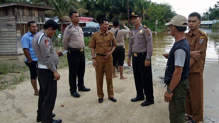 Perintahkan Instansi Gerak Cepat Tangani Banjir di Pelalawan, Bupati: Jangan Sampai Ada Meninggal