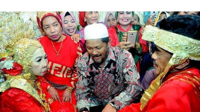 VIRAL Pernikahan Nenek 56 Tahun dengan Duda Tanpa Anak, Penampilan Pengantin Wanita Jadi Sorotan