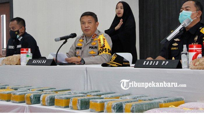 FOTO : Polda Riau Ungkap Peredaran Sabu 50 Kg dan Ekstasi 50 Ribu Butir