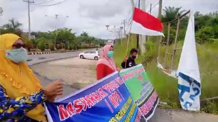 Pertanyakan Hasil Pemeriksaan Dugaan Penimbunan BBM, Massa Aksi MPR di Rohul Dibubarkan Polisi