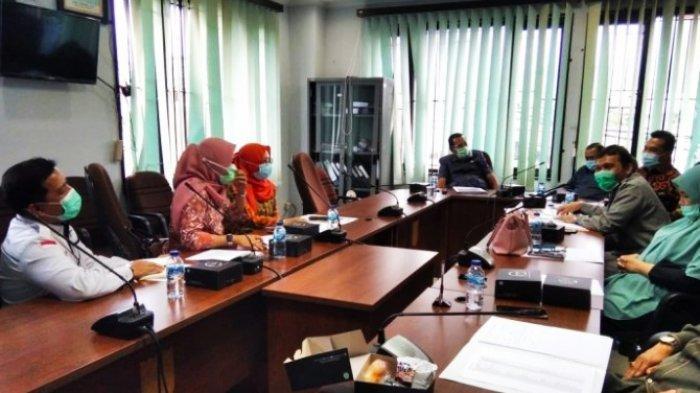 Suasana hearing Komisi III DPRD Pekanbaru dengan manajemen RS Syafira, terkait penyerapan Perda Naker Kota Pekanbaru, Senin (11/1/2021) di ruang Komisi III.