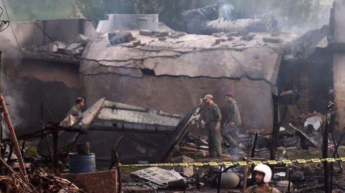 Pesawat Militer Jatuh di Pemukiman, 15 Orang Tewas, Warga Sebut Pesawat Terbakar Sebelum Jatuh