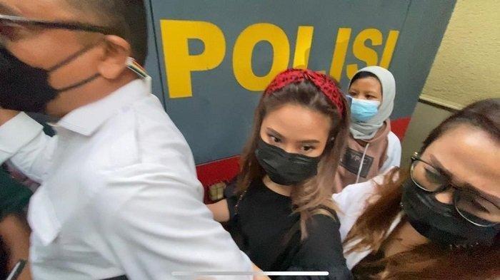Diduga Terkait Video Syur 14 Detik, Gabriella Larasati Diperiksa Polisi Selama 5 Jam