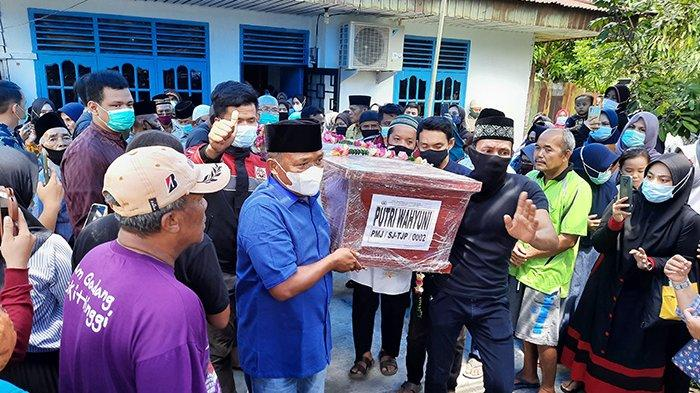 Haru,Jenazah Putri Wahyuni Korban Sriwijaya Air SJ 182 Tiba di Pekanbaru, Disholatkan di Masjid