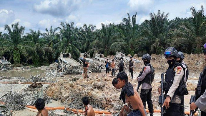 Aktifitas enambangan emas tanpa izin (PETI) di wilayah Kabupaten Kuansing yang ditertibkan oleh Ditreskrimum Polda Riau dan 1 Kompi Brimob dan 11 orang pelaku diamankan.