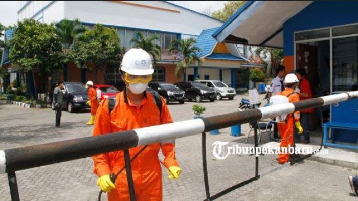 Cegah Penyebaran Covid-19, Dompet Dhuafa Riau Semprot Kantor Tribun Pekanbaru