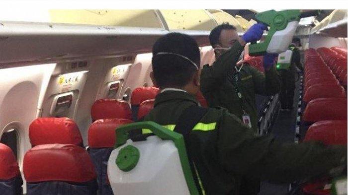 Landing dari Wuhan, Petugas Semprotkan Cairan Disinfektan ke Kabin Lion Air, Cegah Virus Corona
