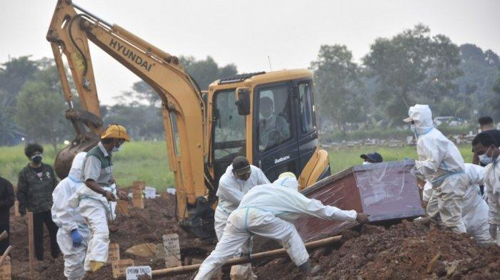 Kisah Penggali Makam di Pekanbaru, Sehari Pernah Kuburkan 18 Jenazah Covid-19, Harus Siaga di Lokasi
