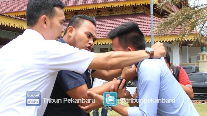 Rabu Polisi Periksa Dua Pejabat Pemprov Serta dan Pegawai Honorer Pemprov Riau