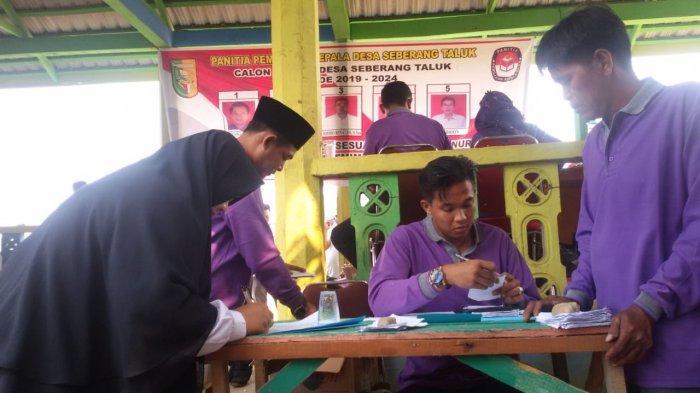 Di Desa Seberang Taluk, Kuansing, Riau Hanya ada Satu TPS untuk 1.408 Pemilih Pilkades Serentak