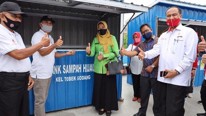 PLN Peduli: Beri Bantuan Sarana Bank Sampah dan Pelatihan Keterampilan Pangkas Rambut Bagi Warga
