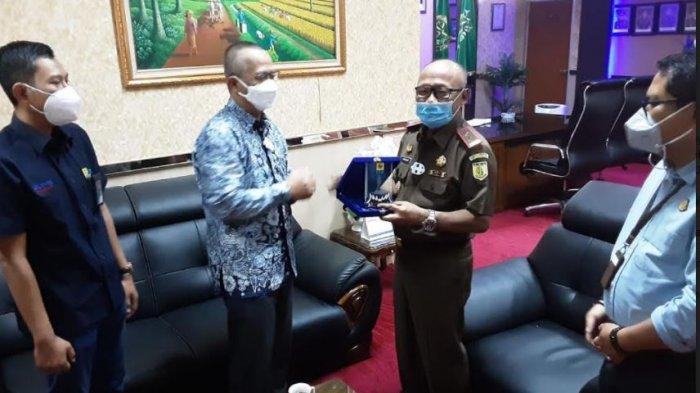 PLN UIP Sumbagteng Silaturahmi dengan Kejati Sumbar dan Korem 032 Wirabraja