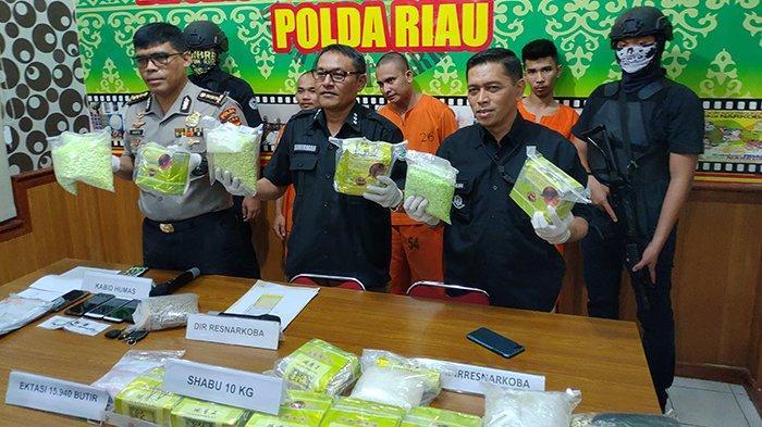 Polda Riau Sita 10 Kg Sabu dan 15.940 Butir Ekstasi dari 3 Tersangka Jaringan Internasional