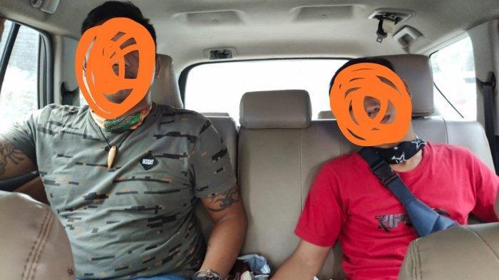 Aparat kepolisian dari Polsek Bukitraya, Polresta Pekanbaru, terlibat aksi pengejaran dua orang pria pembawa narkoba.