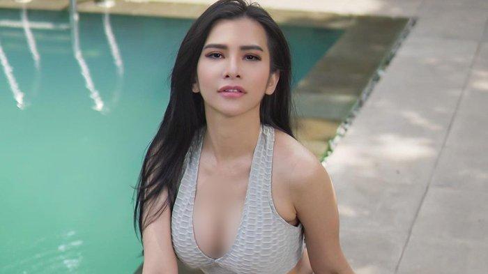 Pose Maria Vania di Tepi Kolam Renang Bikin Mata Lelaki Melotot, Foto Diunggah di Maria Vania IG