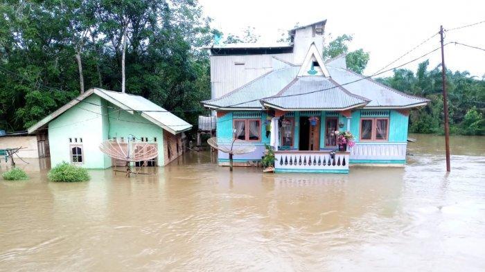 Posko Kesehatan Disiapkan Saat Banjir Desa Lubuk Kembang Bunga Pelalawan, Warga Diminta Waspada
