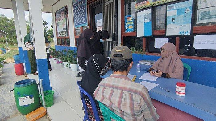 Kewalahan Ikuti Petunjuk PPDB Online,Calon Siswa di Pelalawan Datangi ke Sekolah Minta Bantuan