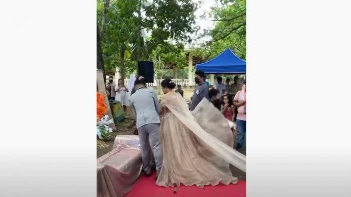 Pria lain sembunyi di gaun pengantin wanita